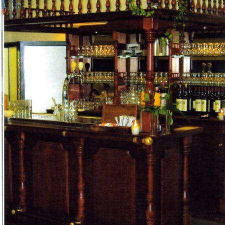 Bar met spiegelkast en flessenrek 250 cm