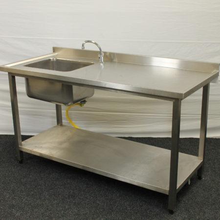 Keukenspoeltafel met kraan