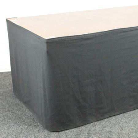 Podiumrok zwart 80 cm hoog 400 cm lang